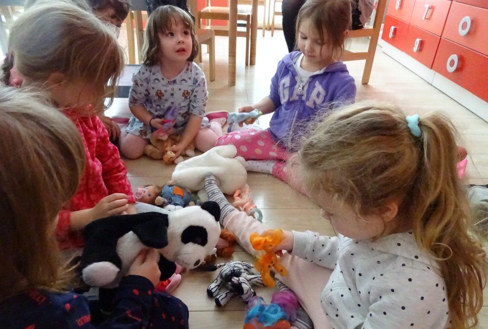 Przekazanie zabawek do przedszkola